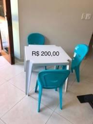 Mesa e 3 cadeiras infantil