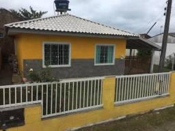 Casa com jardim e pátio murado Apenas 1 km do mar (pacotes Reveillon /Carnaval)