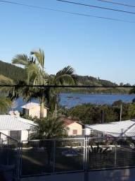 Casa de frente lagoa