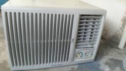 Ar condicionado eletrolux 7.500 perfeito estado
