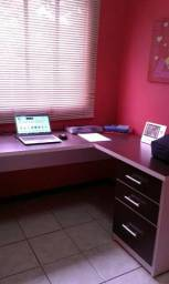 Vendo mesa de escritório e armário