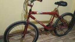 Bicicleta aro 26 rodando