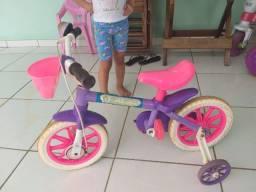 Motinha e bicicleta