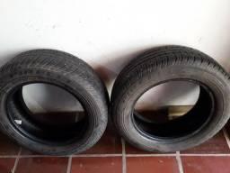 Um par de pneus Pirelli 75/65 R14