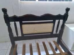 Cama antiga em madeira
