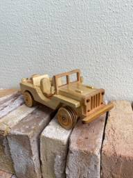 Jeep de madeira