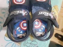 Vendo sandália dos vingadores
