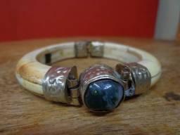 Bracelete Feminino com Pedra Antigo. Peça Belíssima. Oportunidade.