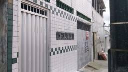 Casa com garagem  no Quintino Cunha   com 2 quartos  e 1 quarto