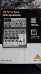 Mesa de som XENYX 892 220V.
