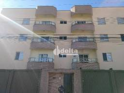Apartamento com 3 dormitórios para alugar, 90 m² por R$ 1.200/mês - Santa Mônica - Uberlân