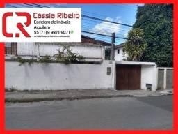 Casa a venda em Itapuã. 277 m² área útil e terreno de 569 m². 4 suítes com closet