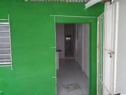 Ótima casa bem arejada com garagem