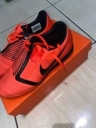 Chuteira Nike tamanho 40