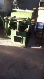 Maquina de corte e vinco formato 2