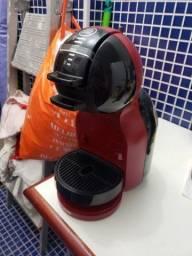 Cafeteira Expresso Arno Dolce Gusto Preta e Vermelha