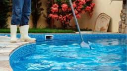 Piscineiro limpeza piscina