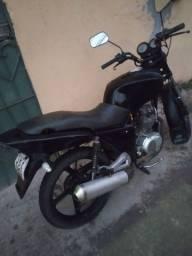 Vendo ou troco moto dafra 150 nada a fazer só pegar é rodar