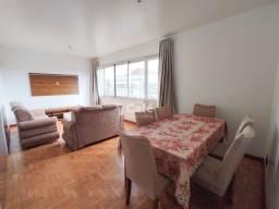 Amplo apartamento central com 3 dormitórios, mais dependência, sala com 2 ambientes e saca