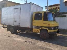 Caminhão Baú 608 D