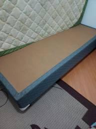 Vende-se uma cama box (sem baú) de solteiro