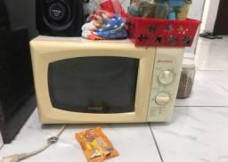 Máquina de lavar, liquidificador e microondas