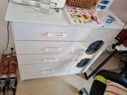 Cômoda 4 gavetas e 1 porta branca