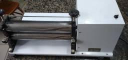 Cilindro elétrico bivolt com cortador. R$ 250,00