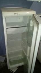 Geladeira electrolux pega tudo só tapa de congela ta ruim só