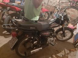 Motocicleta Bull