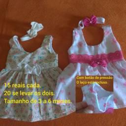 Conjuntos para bebê de 3 a 6 meses.