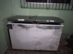 Freezer 411 litros , gelando bastante
