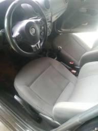 Vendo Voyage carro completo - 2011