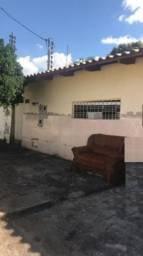 Casa com 2 quartos - Bairro Parque Atheneu em Goiânia