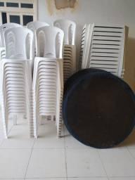 Mesas, cadeiras e tampões