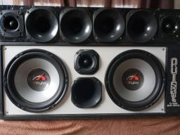 Vendo caixa de som semi nova som forte pra qem gosta de som no carro enteressados