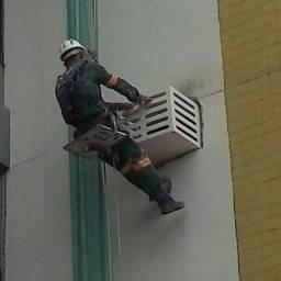 Estamos contratando pintores de fachada predial.