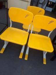 Título do anúncio: Cadeiras Seminovas,tenho 03.. ( Valor de cada )