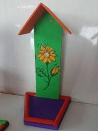 Casinha suporte para bebedouro de beija-flor