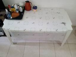 Escrivaninha 2 meses de uso/ mesa grande semi nova Tapete Riachuelo.
