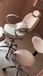 Cadeira reclinável acompanha mocho