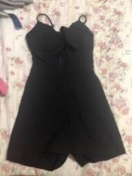 Macacão-vestido preto de festa