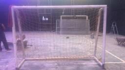 Trave de gol, quadra de futebol de salão