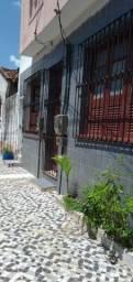 Alugo casa em alameda fechada