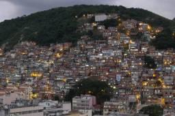 Alugo Quitinete no Morro do Cantagalo, em Copacabana.