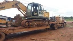 Escavadeira Hyundai 210 trabalhando
