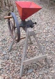 Antigo triturados de grãos manual