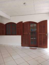 Alugo Casa 1 e 2 quartos com garagem *
