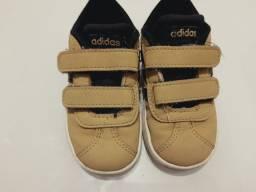 Tênis Adidas infantil tamanho 19