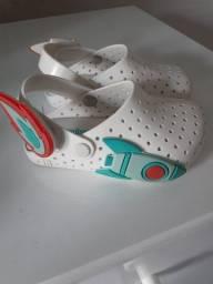 Vendo sandália e botinha